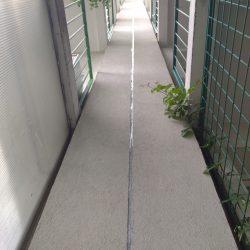 Výškové práce - zatmelení spáry panelového domu 12pater